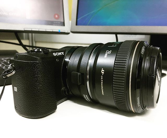 My tasty combo !! The mirrorless a5100 with a canon 28mm f1.8 !! For vlogs and streets !! Testing out the adaptor!!