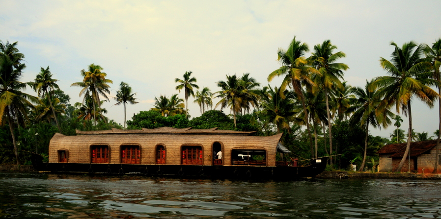 Houseboats & Backwaters.. Kerala India